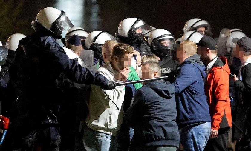 Policjanci zatrzymali kilkanaście osób.