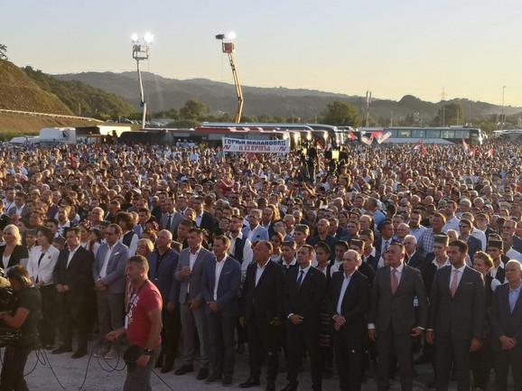 Otvaranju prisustvuje nekoliko hiljada građana