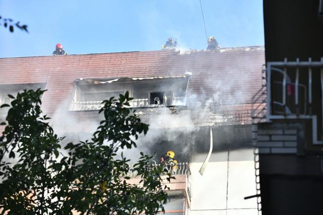 Vatrogasci pokušavaju da obuzdaju požar