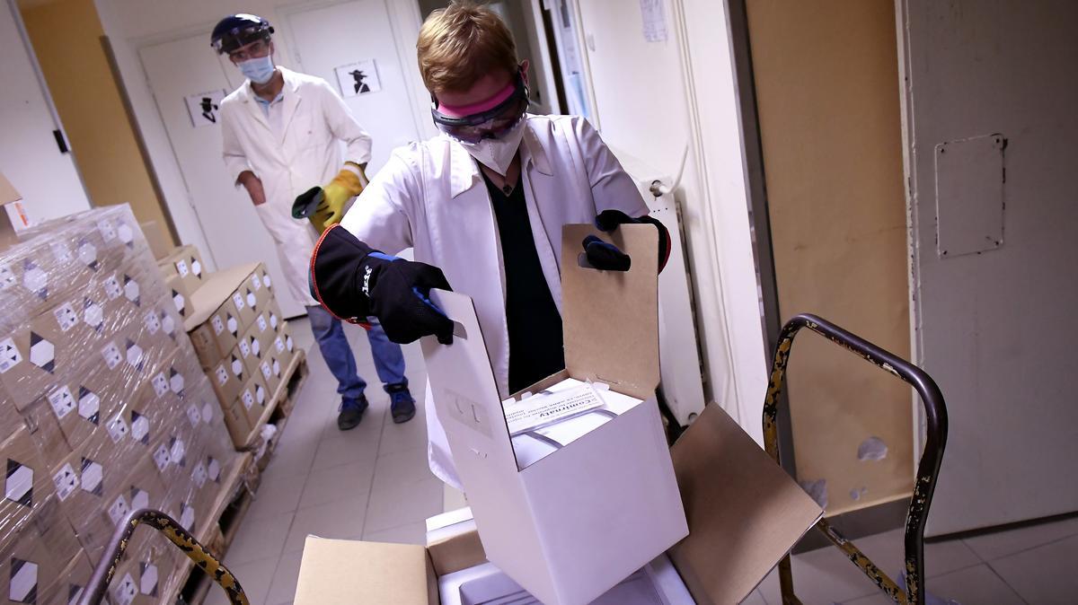 Megérkeztek az újabb vakcinaszállítmányok Magyarországra: ennyi ember oltásához elég ez a men…
