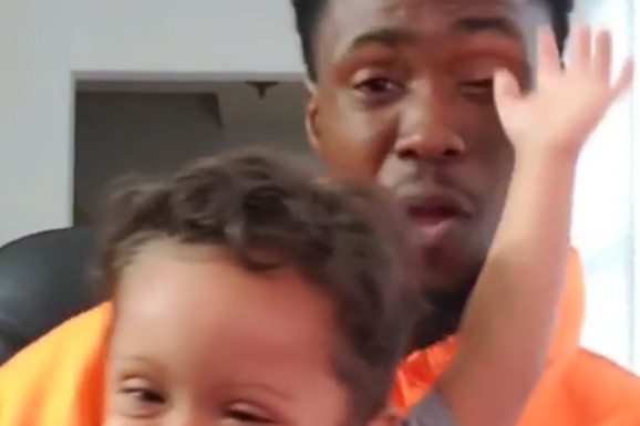 Probajte da ne zaplačete: Otac i sin snimili video da proslave 11 meseci BEZ RAKA i svet se istopio (VIDEO)