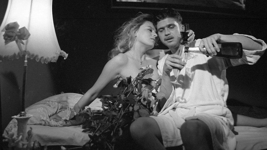 """Jolanta Nowak i Piotr Siwkiewicz w filmie """"Zabić na końcu"""" (1990)"""