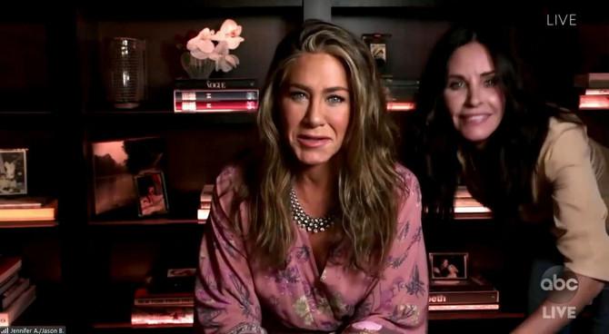 Dženifer Aniston i Kortni Koks uživo su se uključile u dodelu