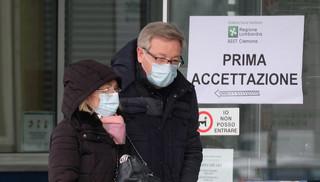 W Lombardii 98 zgonów z powodu koronawirusa i ponad 2250 zarażonych