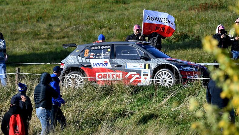 Kacper Wróblewski z pilotem Jakubem Wróblem (Skoda Fabia Rally 2 Evo) na trasie samochodowego Rajdu Świdnicki-Krause