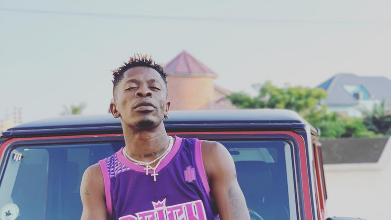 Shatta Wale to reward two fans with cars after his SM Fan Awards collapsed