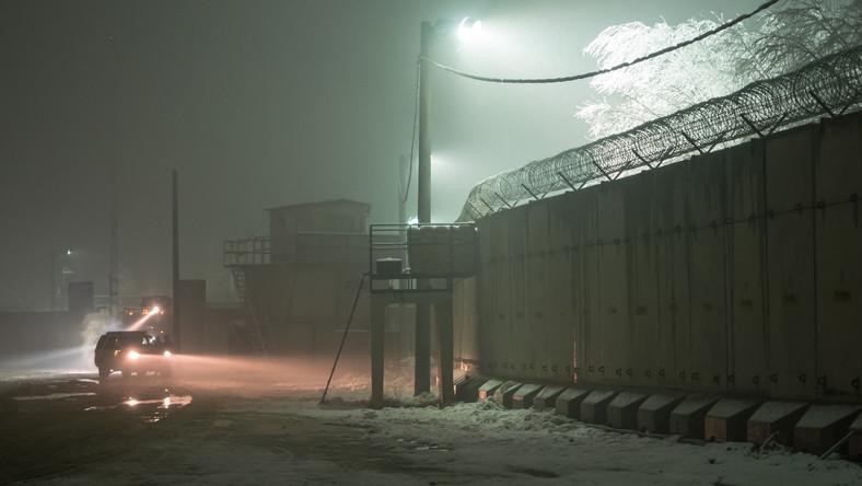 Baza Bagram nocą