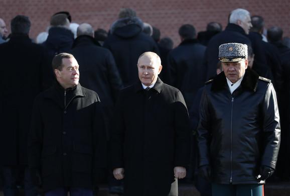 Dmitrij Medvedev, Vladimir Putin i Sergej Šojgu