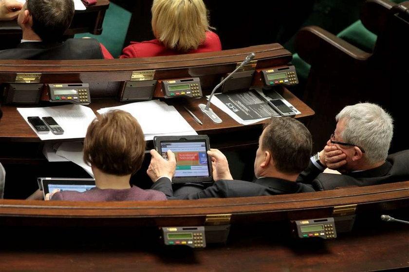 Sejm oszalał! Ty biedujesz, a posłowie...
