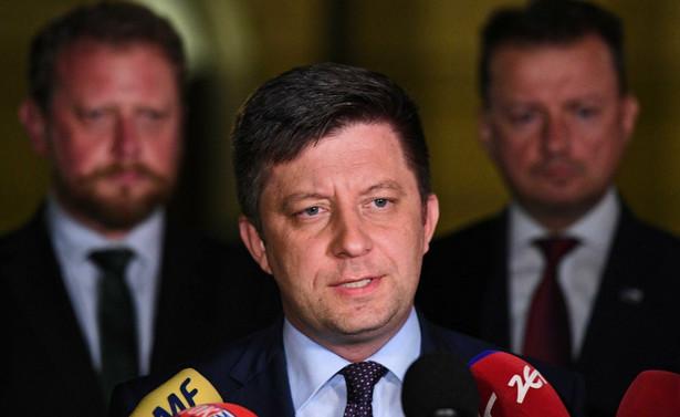 Będzie trudno znaleźć inną drogę prawną odwołania prezesa NIK Mariana Banasia niż zmiana ustawy zasadniczej - powiedział w poniedziałek w Polskim Radiu szef KPRM Michał Dworczyk. Według niego można wprowadzić przepis, że prezesa NIK odwołuje się większością 2/3 głosów.