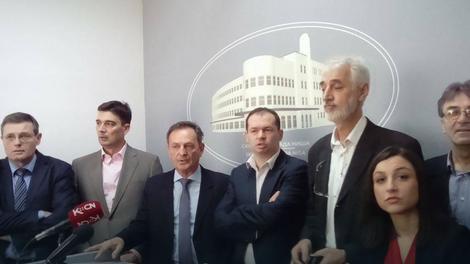 Lideri niške opozicije na zajedničkoj konferenciji