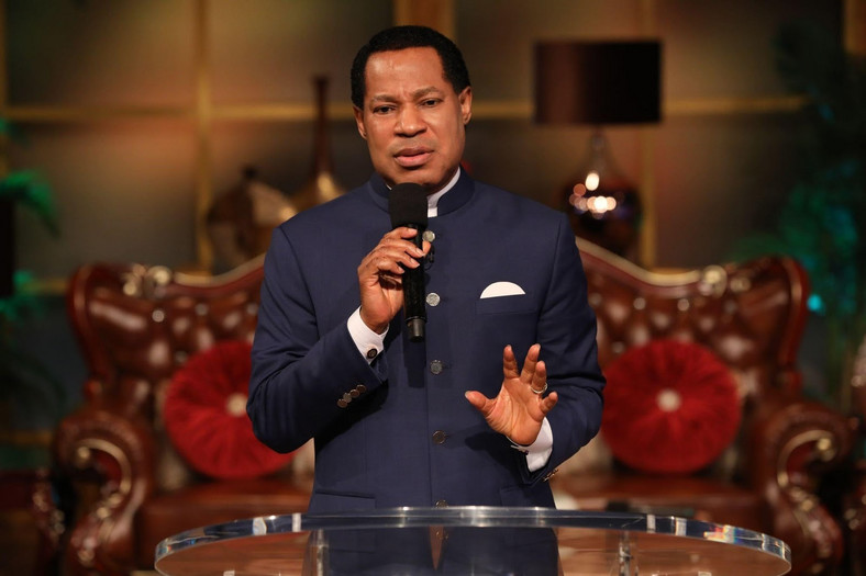 Pastor Chris Oyakhilome leads LoveWorld believers in prayer during 'Your LoveWorld with Pastor Chris'