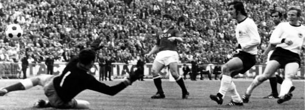 Finał Euro 1972 r. RFN – ZSRR. Zwyciężyli Niemcy w pięknym stylu 3 do 0. Wtedy tylko cztery państwa uczestniczyły w grach finałowych. Grało się półfinały, mecz o trzecie miejsce i finał