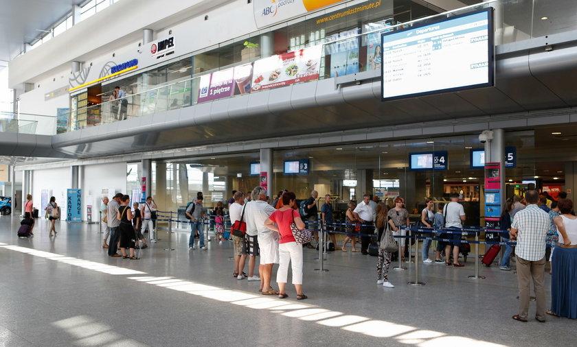 Tajemnicza śmierć na lotnisku. Polak osunął się na ziemię