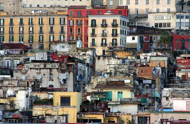 Do napadu doszło około godziny 2 w nocy na ulicy w miejscowości Varcaturo na przedmieściach Neapolu.