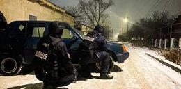 Makabra na Ukrainie. Potwornie okaleczył ojca. Trzech policjantów rannych w obławie