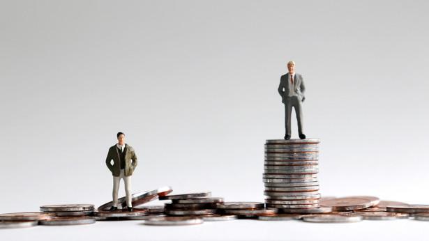 Urodzeni w bogatszych rodzinach inwestują większą część dochodów z pracy i osiągają wyższe stopy zwrotu na rynku kapitałowym