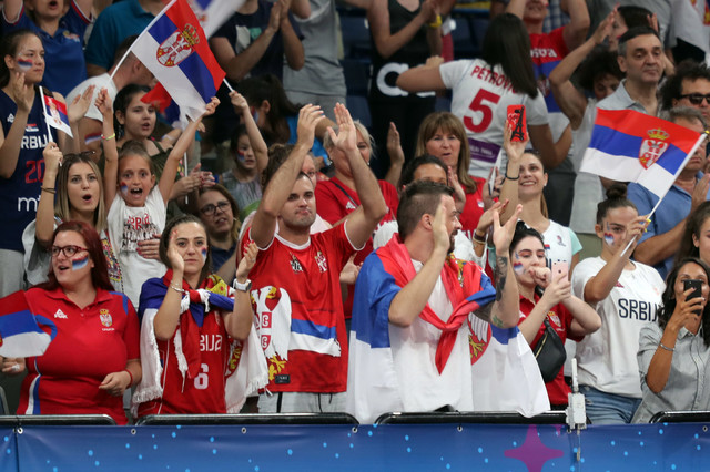 Navijači Srbije u areni