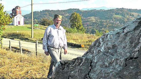 Kamen smo našli u šumi gde su ga turci bacili  - Života Simić