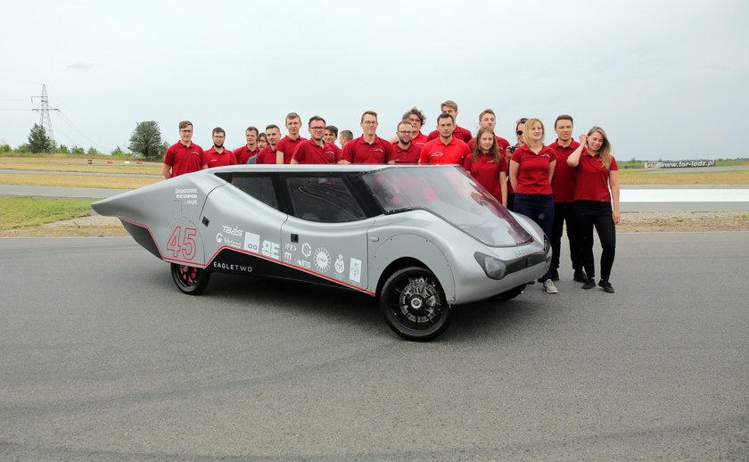 Eagle Two i zespół Łódź Solar Team