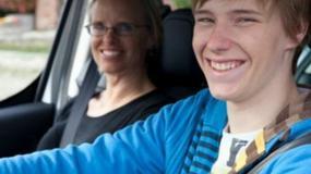 Niedoświadczeni kierowcy – czy naprawdę są groźni?