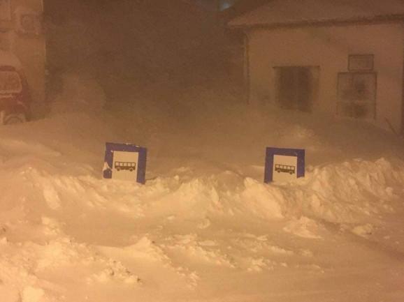 Sneg je na Sjenici napadao do visine saobraćajnih znakova