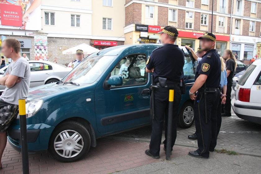 strażnicy łupią sprzedawców