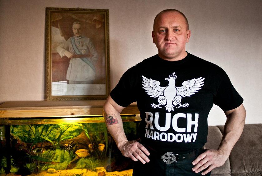 Kowalski z Ruchu Narodowego popłakał sięna wizji przez Macierewicz
