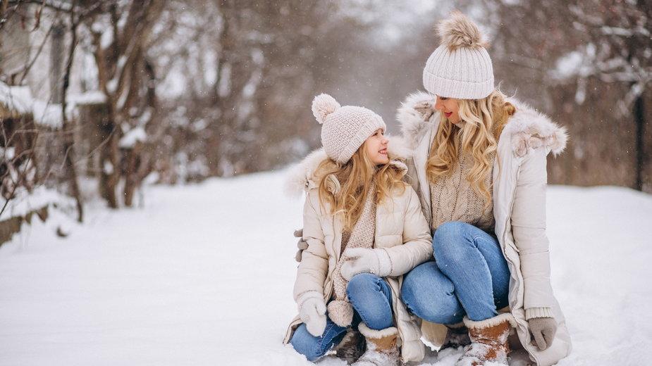 Jak ubrać się ciepło i modnie na zimowy spacer?