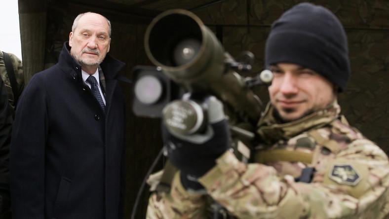 Antoni Macierewicz na szkoleniu Mazowieckiej Kompanii Obrony Terytorialnej