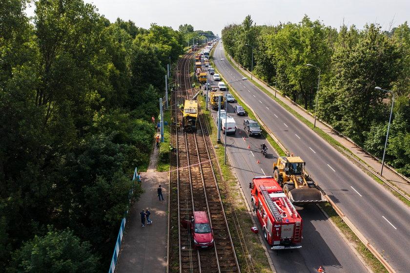 23-letni kierowca autobusu odbił w prawo i znalazł się torach tramwajowych