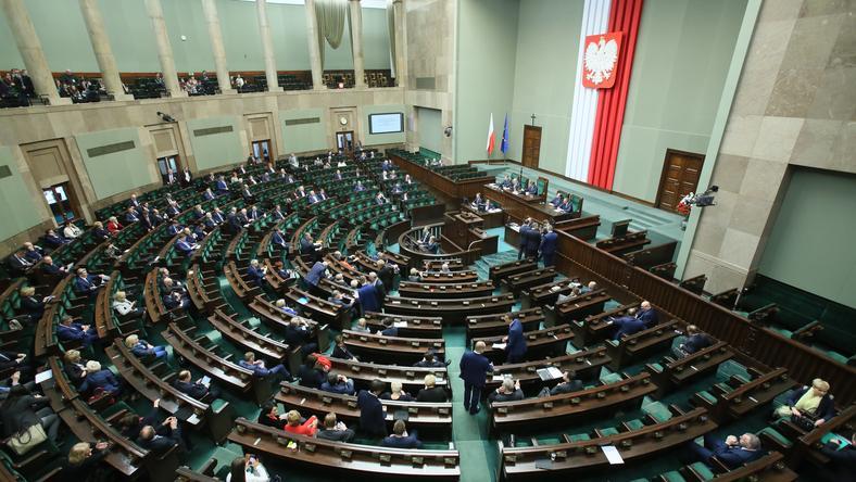 Kilku posłów PO pomyliło się w głosowaniu nad uchwałą ws. 90. rocznicy urodzin T. Mazowieckiego