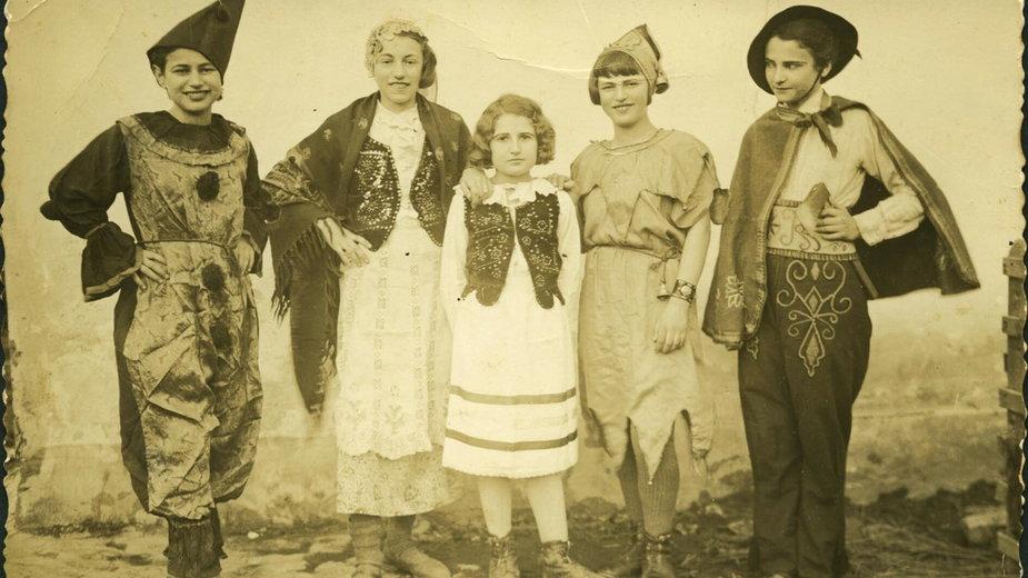 Purimowi przebierańcy - Trzebinia, 1938.