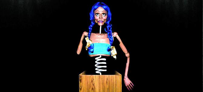 """Kiki je za """"drvenu lutku"""" trebalo šest sati rada. Nije mogla ni glavu da spusti, jer se koža na stomaku odmah nabora, a svaki svoj pokret pratila je u ogledalima"""