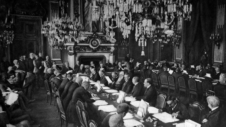 Konferencja w pałacu w Trianon