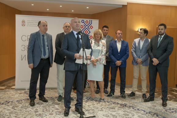 Godinu dana rada najmlađeg kabineta u Vladi Srbije: Ministar Nenad Popović sa svojim timom