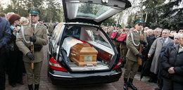 Ekshumowano kolejną ofiarę katastrofy smoleńskiej. Wbrew protestom męża