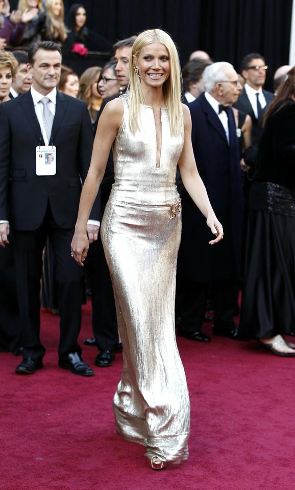 Gvinet Paltrou je blistala u dugoj zlatnoj haljini sa potpisom