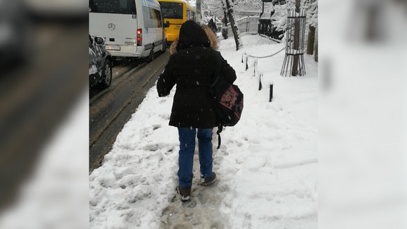Sneg na ulicama Beograda napravio kolaps