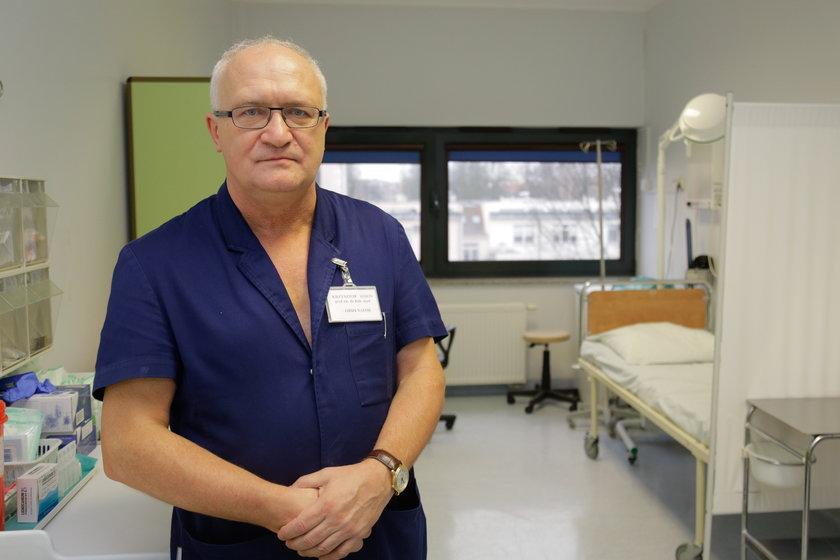 Straszne słowa prof. Simona: Dylematy, kogo podłączyć do respiratora, a kogo nie, mam co kilka dni