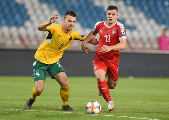 Luka Jović u prodoru na meču Srbija - Litvanija u kvalifikacijama za Evropsko prvenstvo