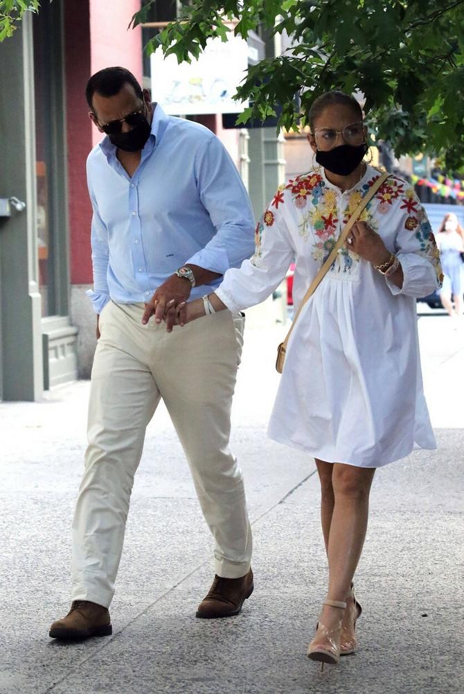 Džej Lo nosi prelepu letnju haljinicu
