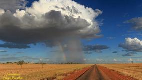Z małej chmury - duży deszcz. Zobacz surrealistyczne zdjęcia z Australii