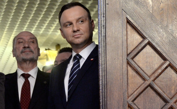 Nasz sondaż pokazuje, że minister obrony Antoni Macierewicz znalazł się na celowniku nie tylko prezesa PiS, lecz także wyborców.