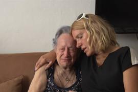 SUZE I STRAH Nakon što je Jelena Golubović napadnuta NOŽEM, tuga u domu njene porodice, majka JECA (VIDEO)