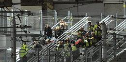 Brytyjska policja ostrzega. Wspólnicy zamachowca mogli przejąć bombę