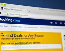 Booking.com to jedna z największych wyszukiwarek hoteli. Należy do The Priceline Group, która jest też właścicielem serwisów takich jak Kayak i Momondo
