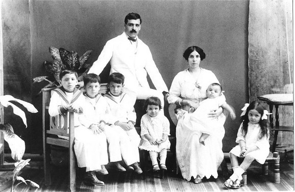 De Souza Mendeš s porodicom
