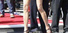 Zmarszczki na nogach supermodelki. FOTO