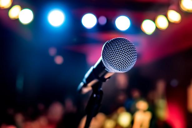 """Minirecital Kopiszki będzie można oglądać online na blogu """"Muzyczny wirtualnie"""" (www.tmlodz.com) w piątek o godz. 20. Tydzień później, 10 kwietnia, w repertuarze Moniuszki wystąpi Paweł Erdman."""